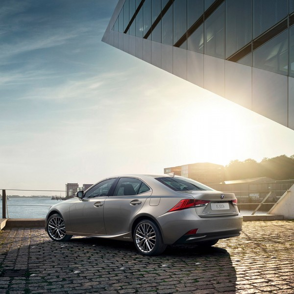 Vista trasera del Lexus IS 300h